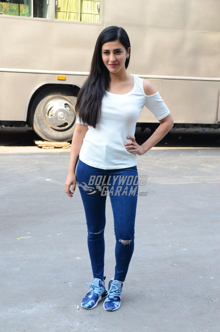 Shruti Haasan poses for shutterbugs at an ad shoot location