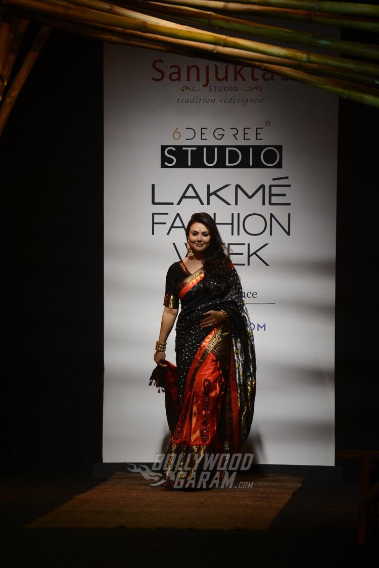 Sanjukta-Dutta-Lakme-Fashion-Week-2017-Priety-Zinta-1-2
