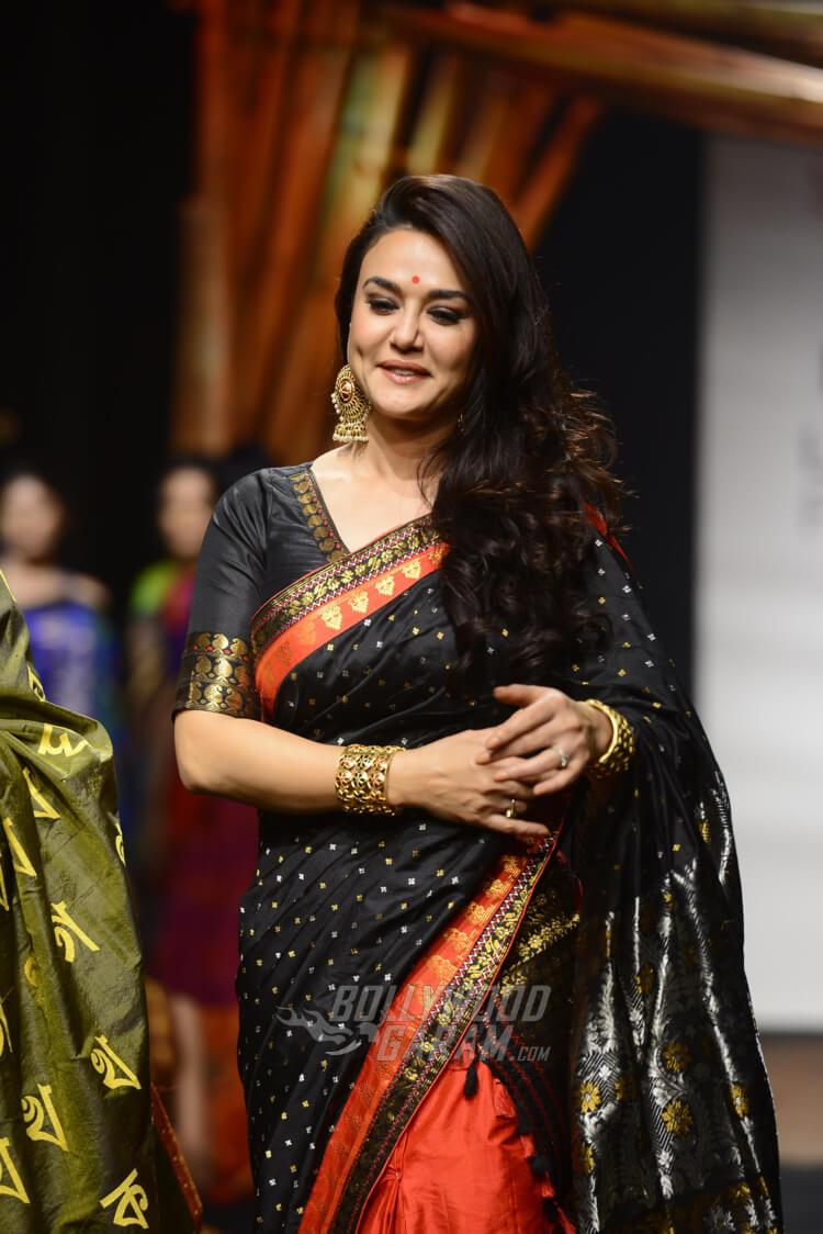 Sanjukta-Dutta-Lakme-Fashion-Week-2017-Priety-Zinta-13