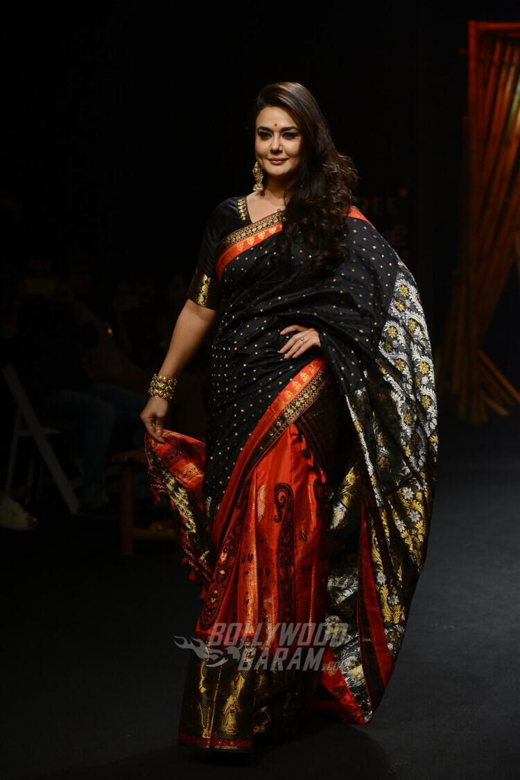 Sanjukta-Dutta-Lakme-Fashion-Week-2017-Priety-Zinta-4-4