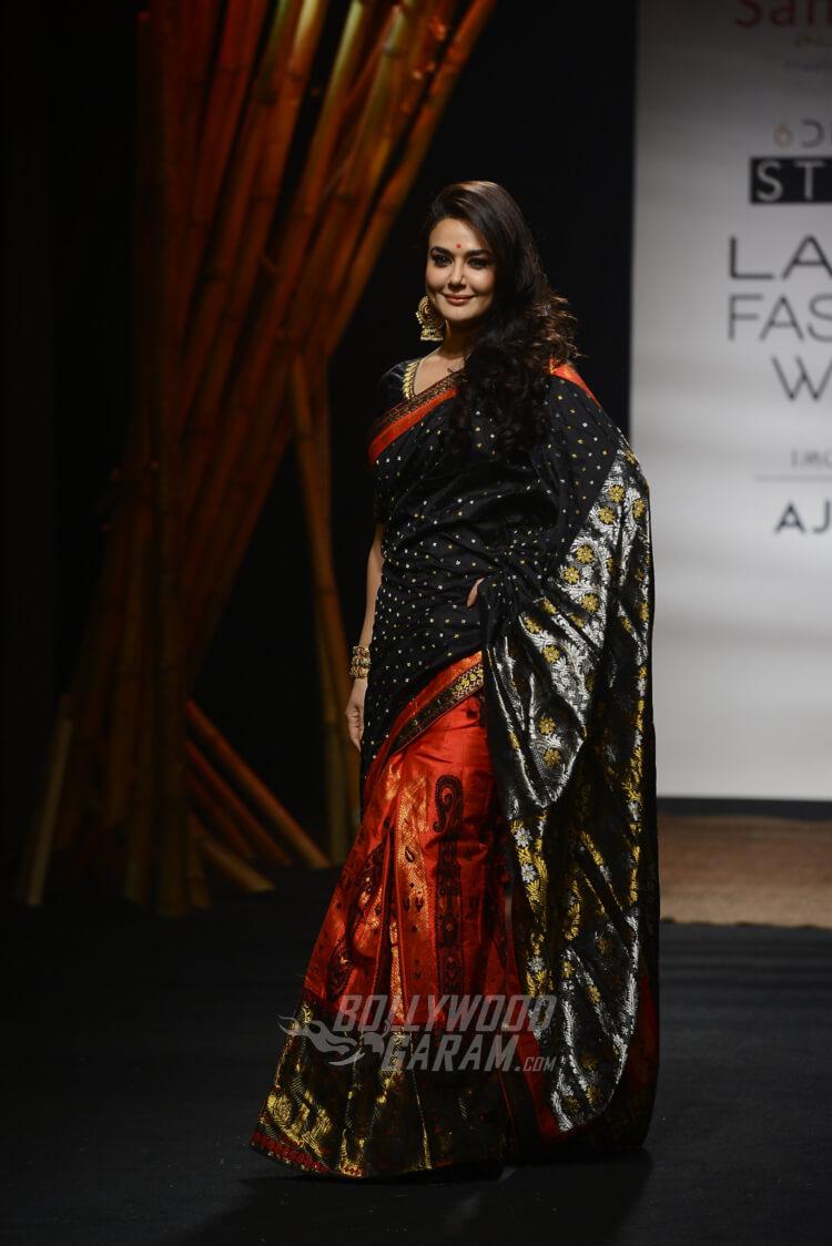 Sanjukta-Dutta-Lakme-Fashion-Week-2017-Priety-Zinta-7
