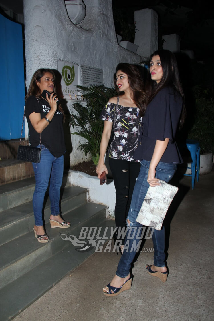 Shamita-Shetty-Olive-Restaurant-Photos-1