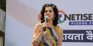 Taapsee Pannu shows support for Remonetise India initiative