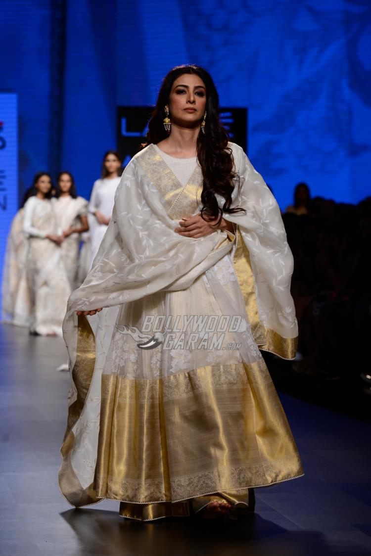 Tabu in elegant white and gold for Gaurang Shah at LFW Summer/Resort 2017