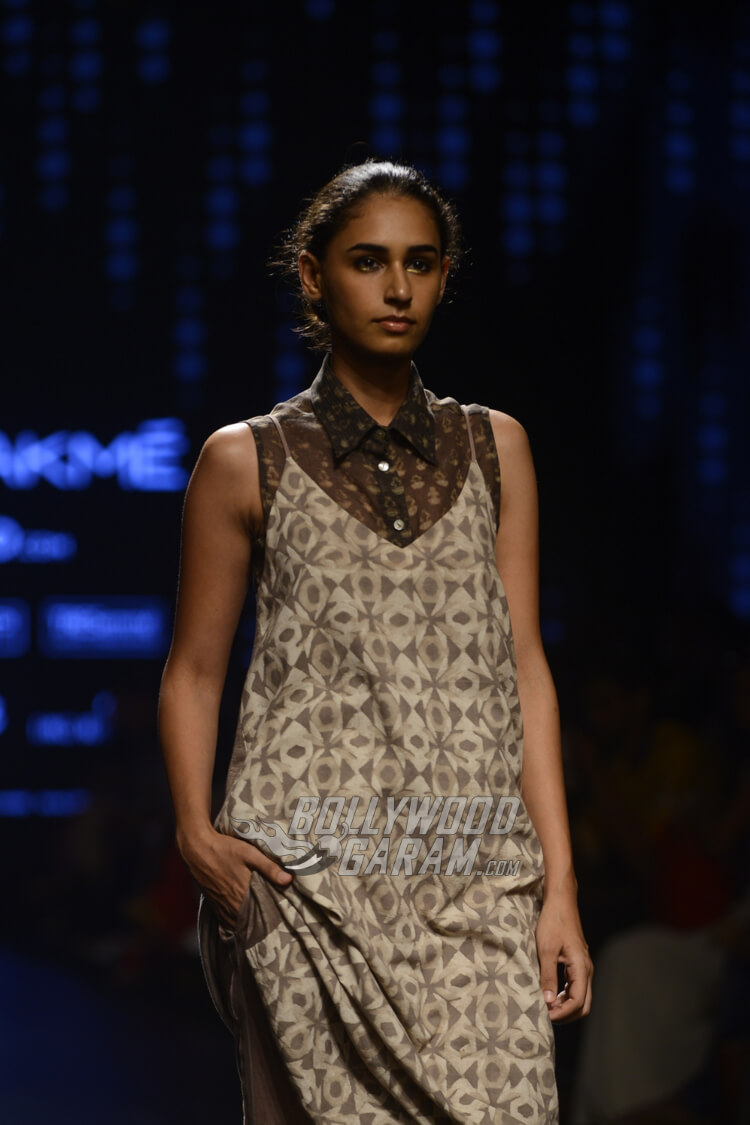 Urvashi-Kaur-Collection-Lakme-Fashion-Week-2017-1