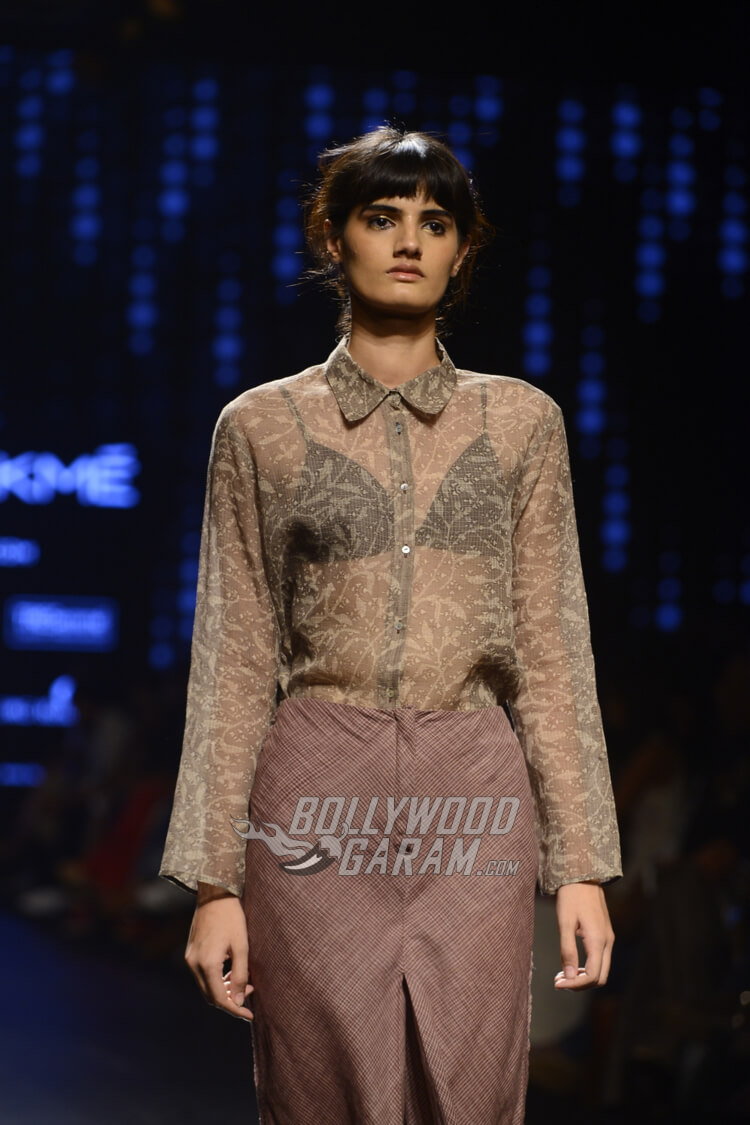 Urvashi-Kaur-Collection-Lakme-Fashion-Week-2017-12