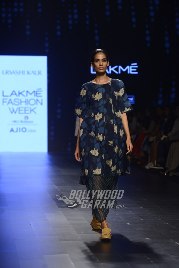 Urvashi-Kaur-Collection-Lakme-Fashion-Week-2017-17