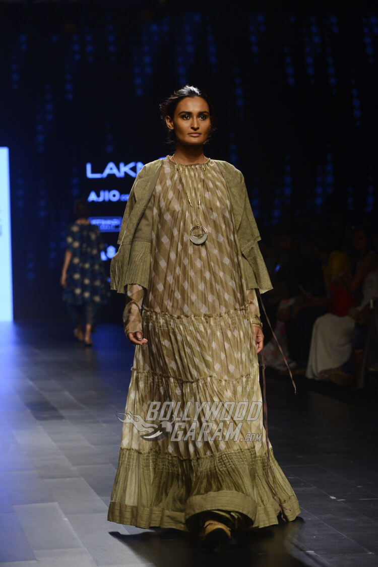 Urvashi-Kaur-Collection-Lakme-Fashion-Week-2017-18