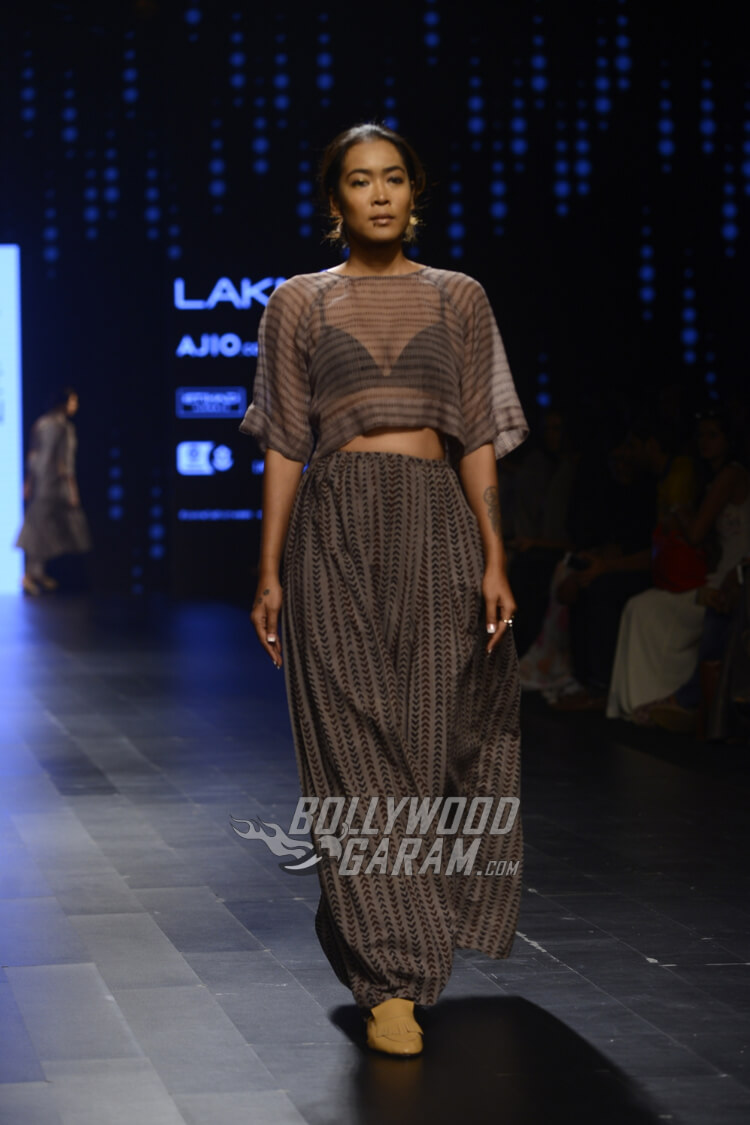 Urvashi-Kaur-Collection-Lakme-Fashion-Week-2017-3