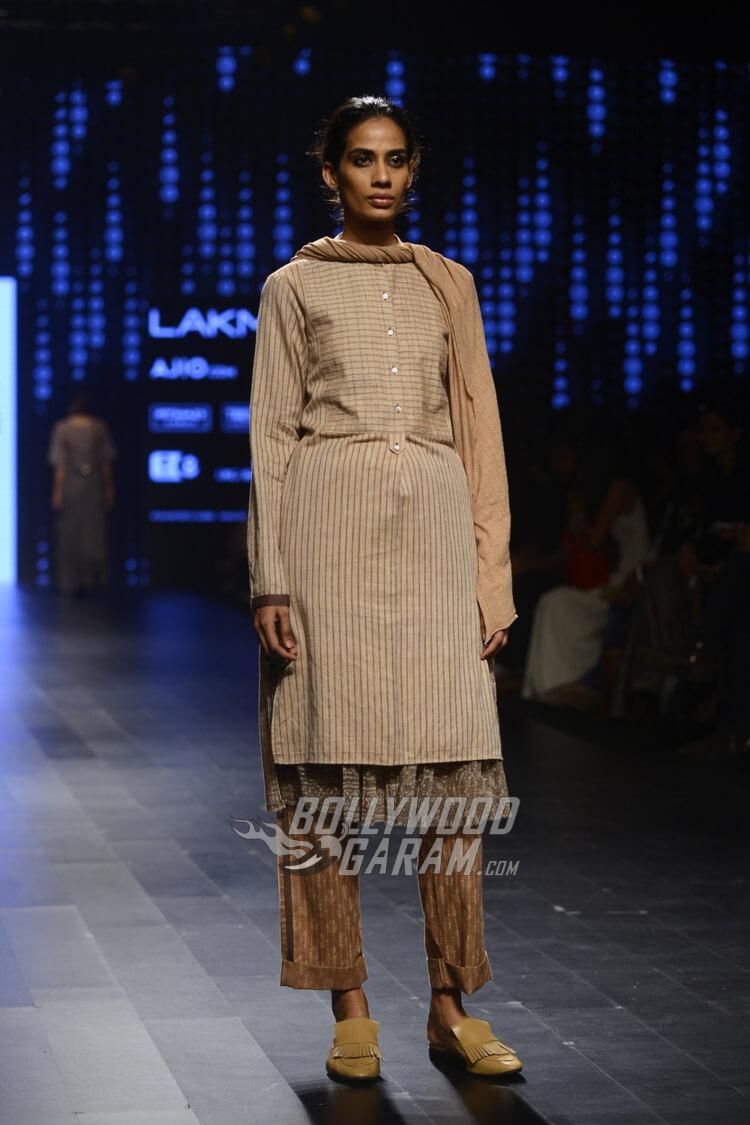 Urvashi-Kaur-Collection-Lakme-Fashion-Week-2017-4