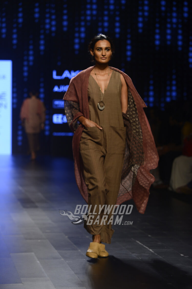 Urvashi-Kaur-Collection-Lakme-Fashion-Week-2017-6