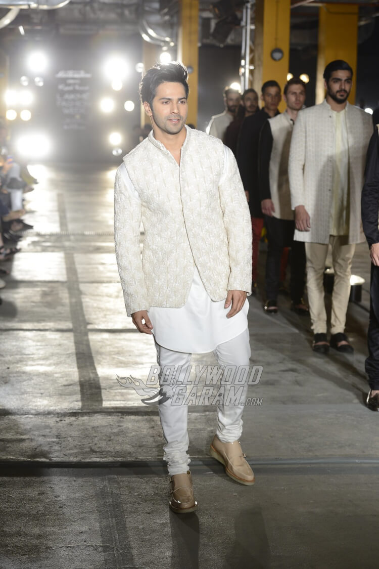 Varun-Dhawan-Kunal-Rawal-Lakme-Fashion-Week-20171