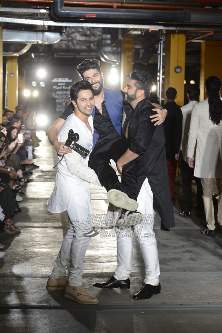 Varun-Dhawan-Kunal-Rawal-Lakme-Fashion-Week-201711