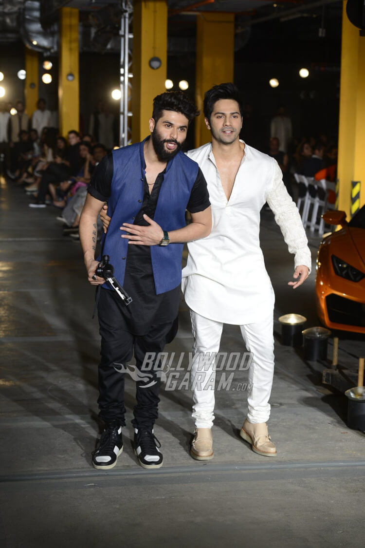 Varun-Dhawan-Kunal-Rawal-Lakme-Fashion-Week-201715
