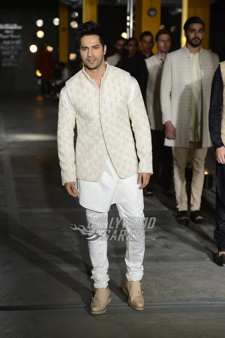 Varun-Dhawan-Kunal-Rawal-Lakme-Fashion-Week-20173-2