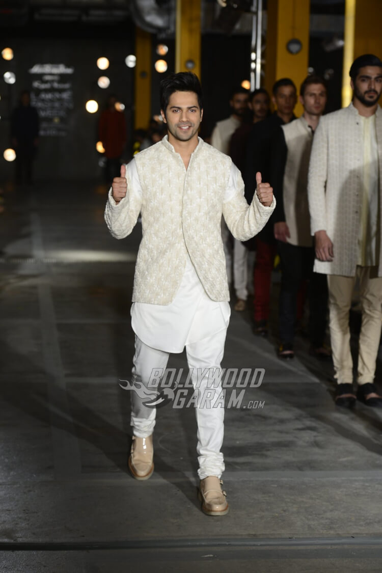 Varun-Dhawan-Kunal-Rawal-Lakme-Fashion-Week-20175