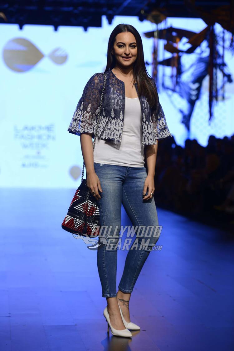 sonakshi-sinha-Amit-Aggarwal-Lakme-Fashion-Week-20173