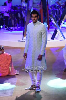 Manish-Malhotra-Mijwan-2017-Collection22