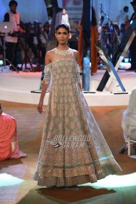 Manish-Malhotra-Mijwan-2017-Collection24