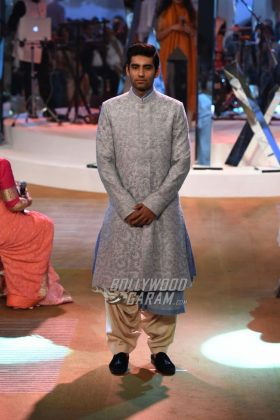 Manish-Malhotra-Mijwan-2017-Collection31