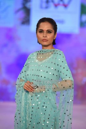 Sukriti-Akriti-Collection-IBFW-2017-15