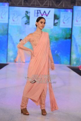 Sukriti-Akriti-Collection-IBFW-2017-16