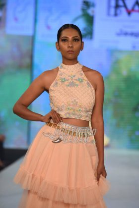 Sukriti-Akriti-Collection-IBFW-2017-20