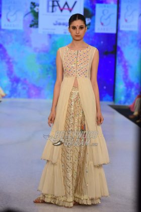 Sukriti-Akriti-Collection-IBFW-2017-22