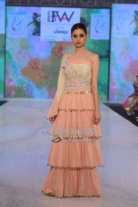 Sukriti-Akriti-Collection-IBFW-2017-5