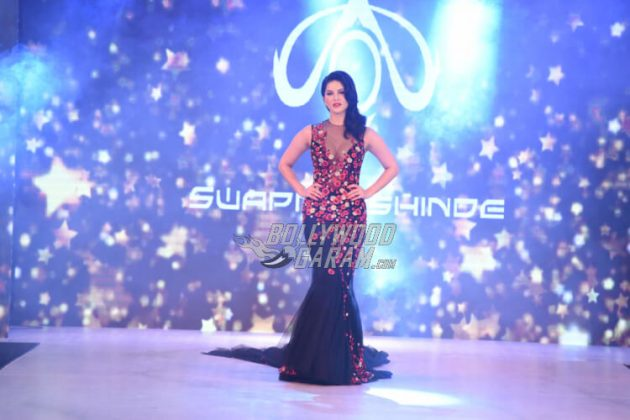 Sunny Leone walks for Swapnil Shinde at IBFW 2017 ...
