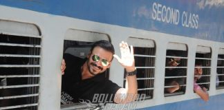 Vivek Oberoi Promotes his Affordable Housing Project in Train