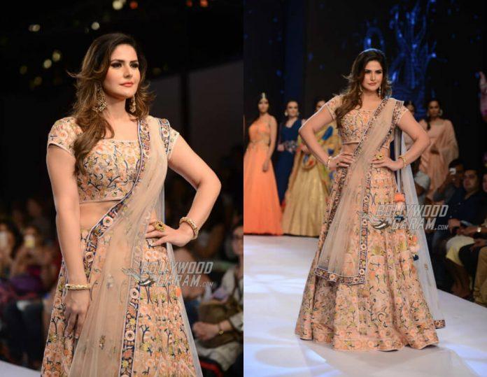 Zarine-Khan-Delhi-PCJ-Fashion-Show-2017