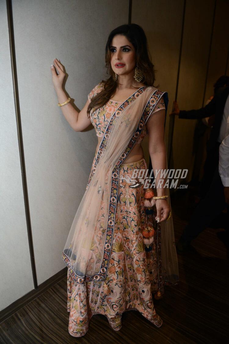Zarine Khan backstage at Delhi Times PCJ India Showcase Week 2017 Day 2 for Deepa and Karishma Sondhi