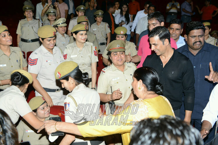 Akshay Kumar interacts with policewomen of Delhi Police at Naam Shabana premiere