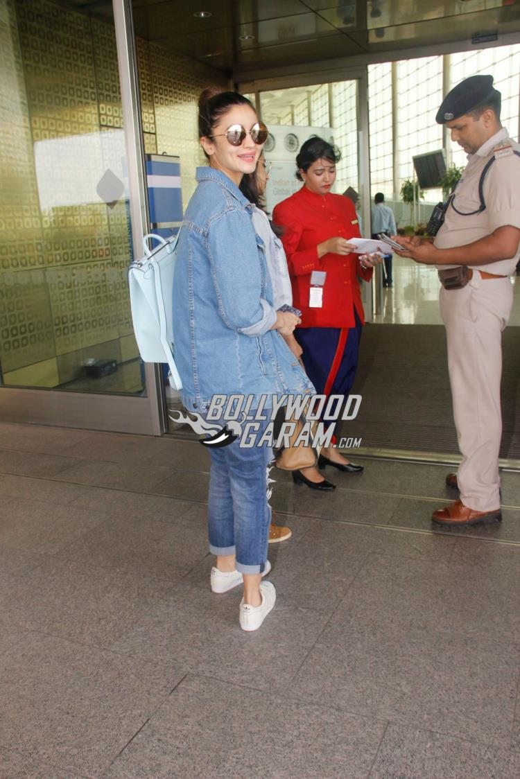 Alia Alia Bhatt at Mumbai Airport