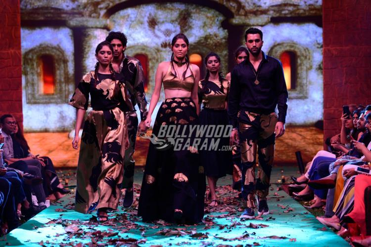 Bollywoo x Baahubali fashion show