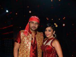 Nach Baliye 8 – Monalisa, Vikrant Rajpoot share a candid kiss during performance!