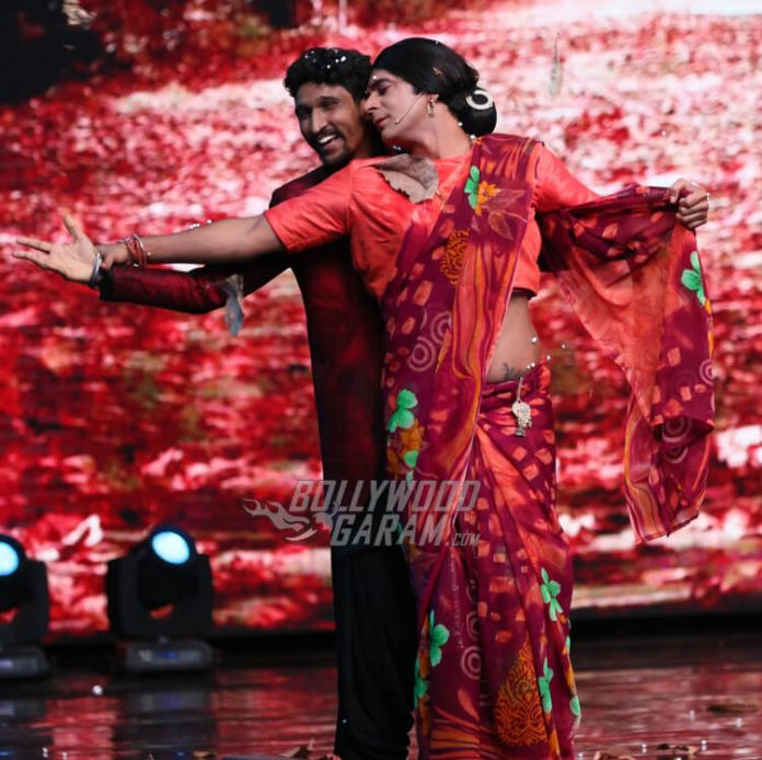 Rinku Bhabi makes Khuda Baksh dance on Indian Idol 9 (2)