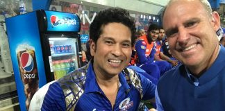 Sachin Tendulkar celebrates 44th Birthday at Wankhede Stadium amidst fans!