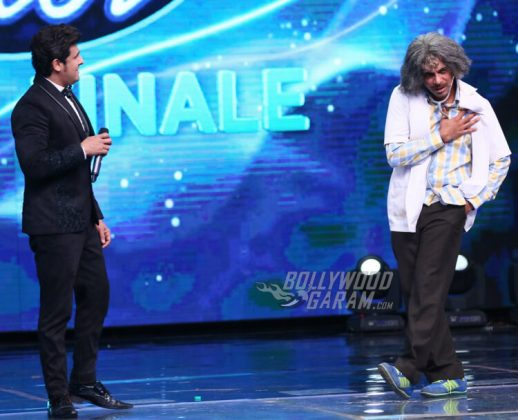 Sunil Grover as Dr. Mashoor Gulati and Rinku Bhabhi on Indian Idol S9 Grand Finale