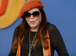 Love, Life and Screw Ups to mark Zeenat Aman Web Series Debut – Trailer
