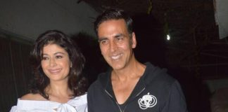 Photos – Akshay Kumar wishes Pooja Batra the very best for Mirror Game at movie screening