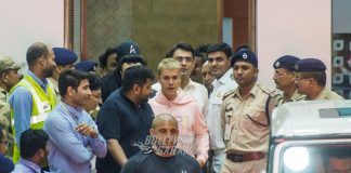 PHOTOS – Justin Bieber finally arrives in Mumbai, Beliebers go crazy for him!