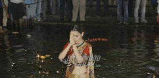 Photos – Kangana Ranaut takes holy dip in Ganga at Manikarnika poster launch