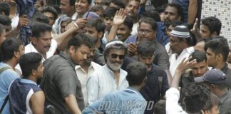 PHOTOS – Rajinikanth mobbed by fans while shooting in Mumbai for Kaala!