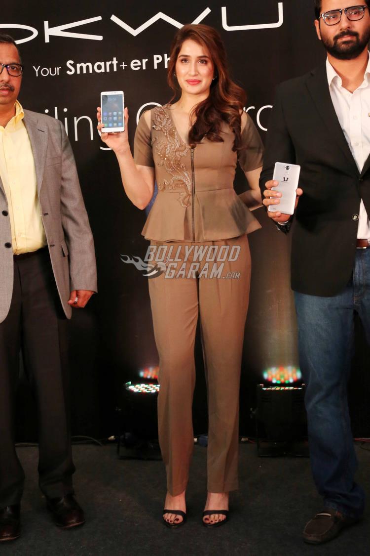 Sagarika Ghatge launches Omnicron smartphone