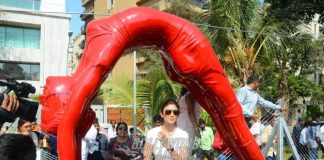 Shilpa Shetty Kundra inaugurates statue with signature yoga pose