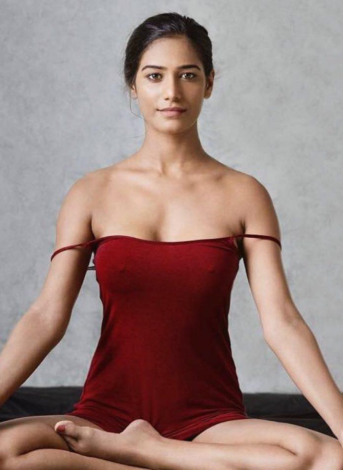 Poonam-Pandey-Yoga