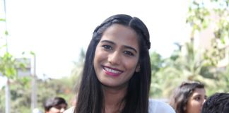 Photos – Poonam Pandey distributes raincoats to street kids in Mumbai, wins hearts!