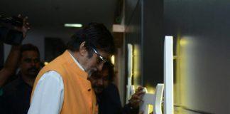 Amitabh Bachchan inaugurates a photo studio